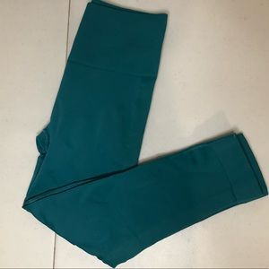 Deep emerald greenish lulu crops